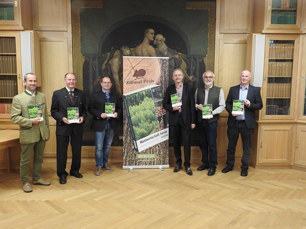 Buchpraesentation-Waldwirtschaft-heute-mit-Ve-rleger